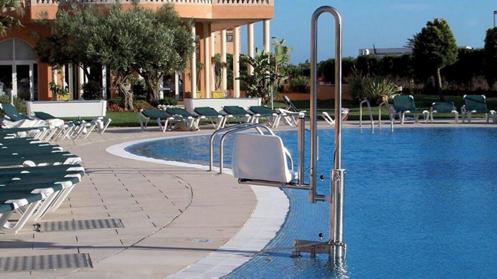 grúa de piscina